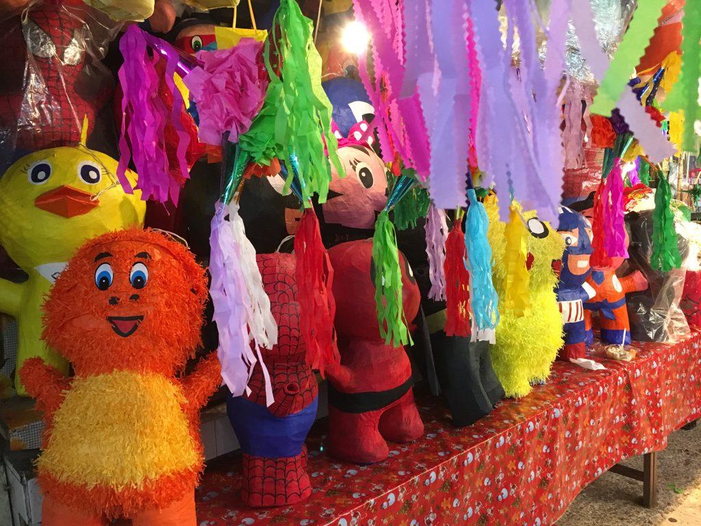 Des couleurs et des formes de piñatas